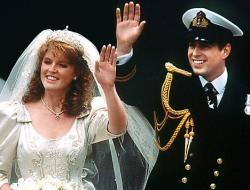Prince Andrew marries Sarah Ferguson